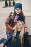 Belles filles de mode extérieures Photos libres de droits