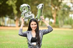 Belles filles 21 femmes heureuses d'amusement de filles Photographie stock libre de droits