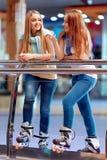 Belles filles sur le rollerdrome Photos libres de droits