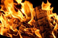 Belles flammes du feu Flamme du feu Texture de bois et de flamme br?lants Foyer s?lectif image stock