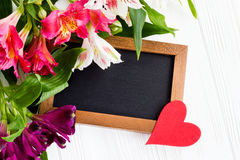 Belles fleurs avec la carte de voeux Endroit pour votre texte mot Photo libre de droits