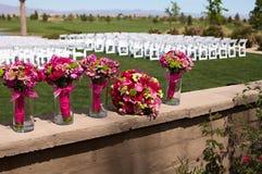 Belles fleurs de jeune mariée et de demoiselle d'honneur Image libre de droits
