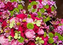 Belles fleurs de jeune mariée et de demoiselle d'honneur Images libres de droits
