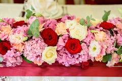 Belles fleurs sur la table Photographie stock