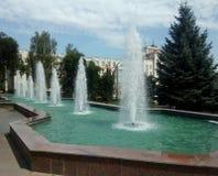 Belles fontaines dans Lipetsk en été image libre de droits