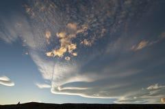 Belles formations de nuage sur le ciel bleu Photo libre de droits