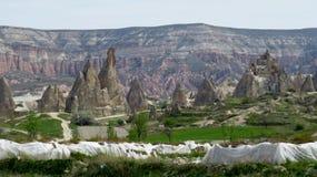 Belles formations de roche avec des cavernes dans le paysage de Cappadocia images libres de droits