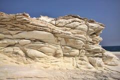 Belles formations de roche blanches sur la côte chypriote images stock