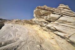Belles formations de roche blanches sur la côte chypriote photo libre de droits