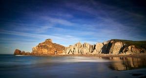 Belles formations de roche sur Playa de Portio, la Cantabrie, Espagne Photographie stock libre de droits