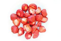 Belles fraises fraîches d'isolement sur un fond blanc propre Photographie stock