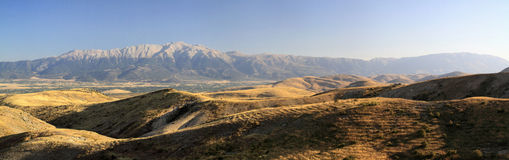 Belles grandes montagnes dans la province Photo stock