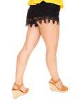 Belles jambes dans des shorts noirs Photo libre de droits