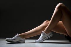 Belles jambes de femme sportive Image libre de droits