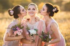 Belles jeunes demoiselles d'honneur Photographie stock