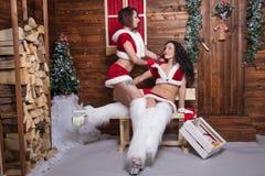 Belles jeunes filles de jeune fille de neige Photo stock