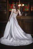 Belles jeunes mariées photos stock
