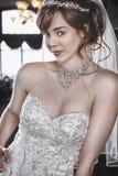 Belles jeunes mariées Images stock