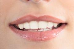 Belles lèvres de bouche de femme images libres de droits