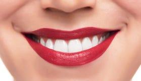 Belles lèvres et dents rouges Image stock