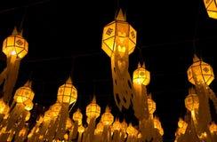 Belles lampes la nuit image stock