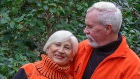 Belles ménages mariés par personnes âgées heureuses Photos libres de droits