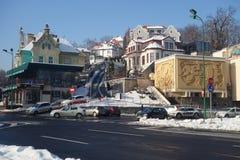 Belles maisons en ville de montagne de Brasov en Transylvanie, Roumanie Photos libres de droits