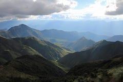 Belles montagnes au Pérou du nord Brouillard et nuages Photographie stock