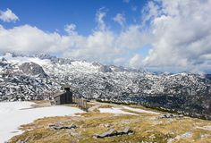 Belles montagnes avec la neige Photo stock