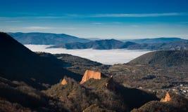 Belles montagnes avec le brouillard, EL Bierzo photo libre de droits