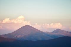 Belles montagnes dans Maramures, Roumanie Photos stock