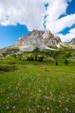 Belles montagnes en dolomites images libres de droits