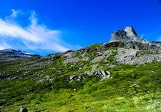 Belles montagnes en Norvège, avec un ciel clair Photographie stock libre de droits