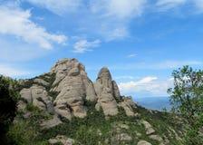 Belles montagnes formées peu communes dans le serrat de Mont, Espagne photo stock