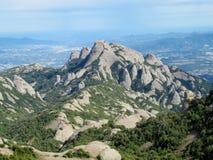 Belles montagnes formées peu communes dans le serrat de Mont, Espagne photos libres de droits