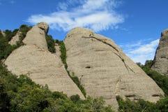 Belles montagnes formées peu communes dans le serrat de Mont, Espagne image libre de droits