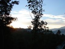 Belles montagnes fumeuses en automne photos libres de droits