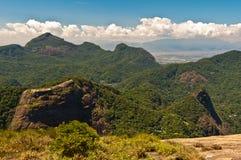 Belles montagnes tropicales de forêt tropicale Images libres de droits