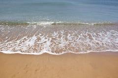 Belles ondes de plage et d'océan Photographie stock libre de droits