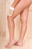 Belles pattes de femme dans la station thermale Images libres de droits