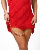 Belles pattes sexy de femme dans la robe rouge photo libre de droits