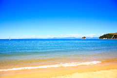Belles plages oranges le long d'Abel Tasman Great Walk Image stock