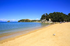 Belles plages oranges le long d'Abel Tasman Great Walk Photo libre de droits