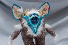 Belles poupées pelucheuses de monstre, faites main, fin  Photos stock