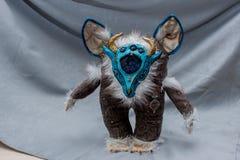 Belles poupées pelucheuses de monstre, faites main, fin  Images stock