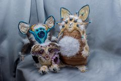 Belles poupées pelucheuses de monstre, faites main, fin  Photo stock