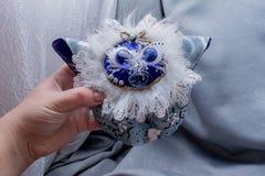 Belles poupées pelucheuses de monstre, faites main, fin  Image stock