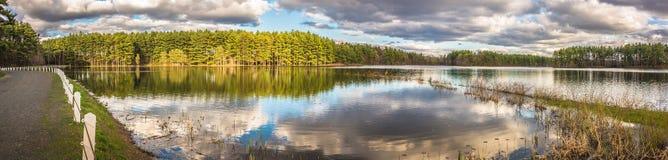 Belles réflexions de lac Images libres de droits