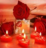 Belles roses avec le cadre et le coeur de cadeau Photo libre de droits