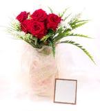 Belles roses rouges dans le vase Image libre de droits